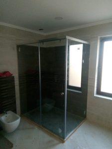 ъглова душ кабина от закалено стъкло
